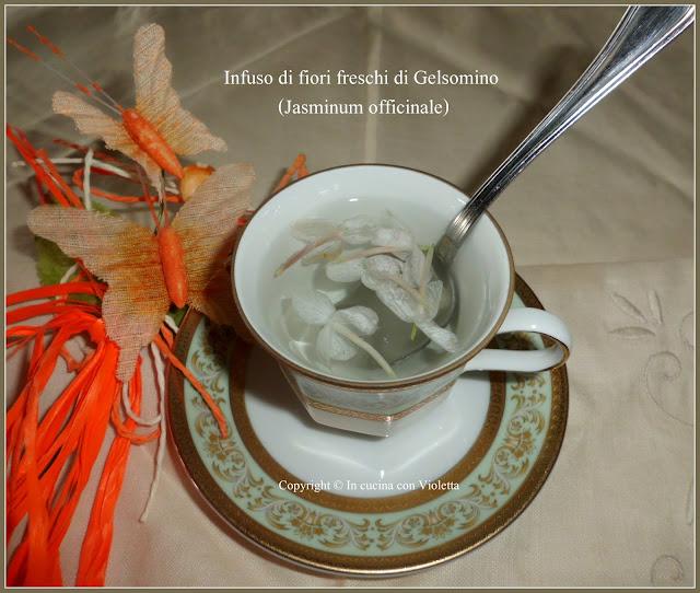 Infuso di fiori freschi di Gelsomino (Jasminum officinale) Copyright © In cucina con Violetta