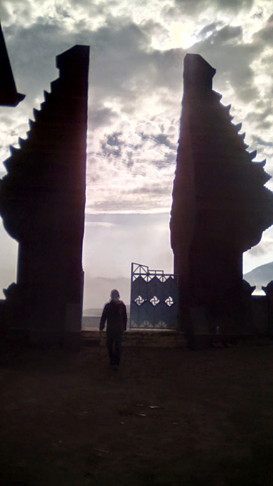 Gerbang masuk Pura Poten Bromo