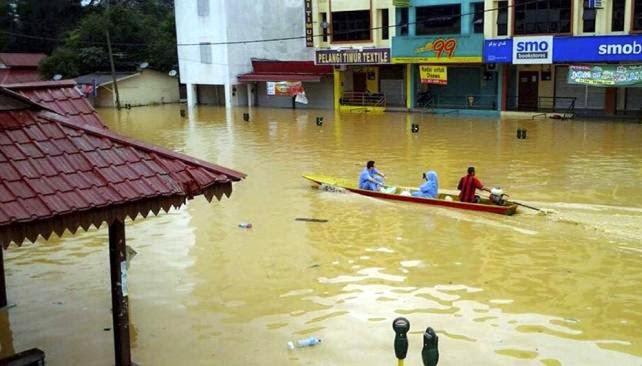cinco personas murieron y más de 120 mil fueron evacuadas por las peores inundaciones en décadas en Malasia