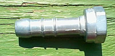 Штуцер для соединения шланга с трубой