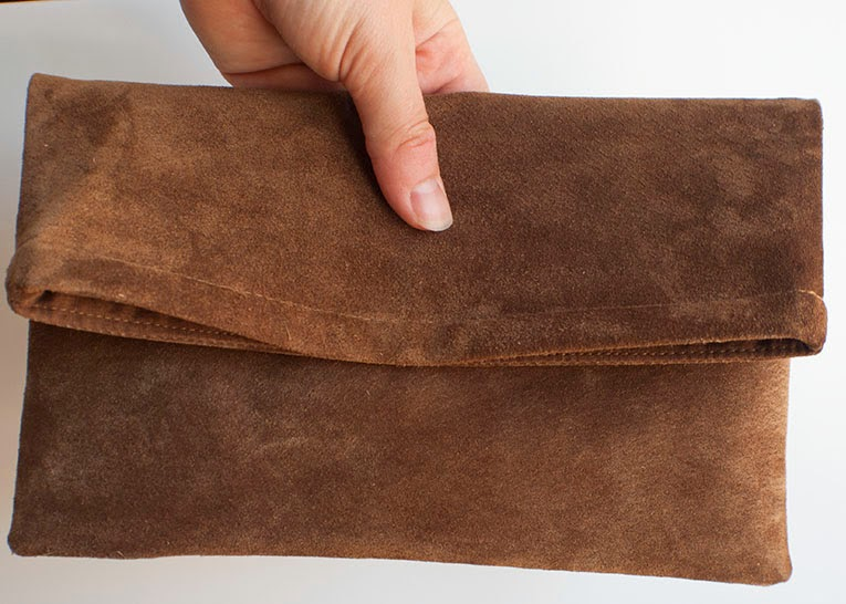 Upcyled leather clutch | www.isntthatsew.com