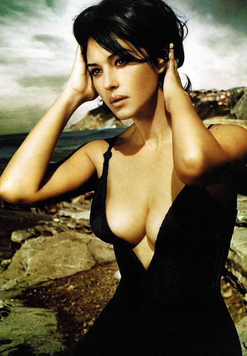 Fresh Look Monica Bellucci Photos