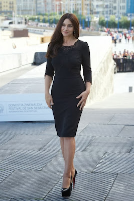 Monica Bellucci is hot in Louboutins