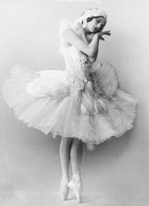 Saint-Saëns, Camille (The Swan) / Ana Pavlova bailando El cisne.