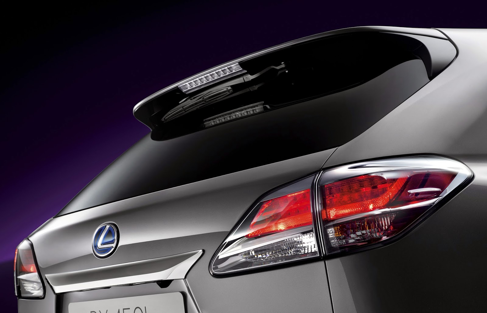 Rear detail of 2015 Lexus RX 450h