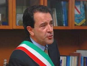 moscatiello1 300x226 «Οι 8000 δήμαρχοι της Ιταλίας να δώσουν το μισθό τους στην Ελλάδα»