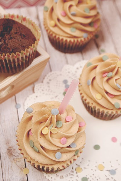 http://www.galletilandia.com/blog/cupcakes-brownie-chocolate-buttercream-crema-cacahuete-receta/