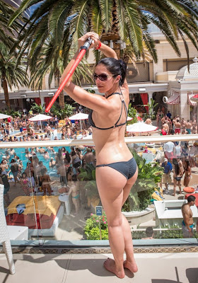 Adrianne Curry hot bikini ass celebrating her birthday party at Encore Beach club in Las Vegas - pic 1