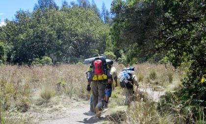 pos pendakian di gunung semeru