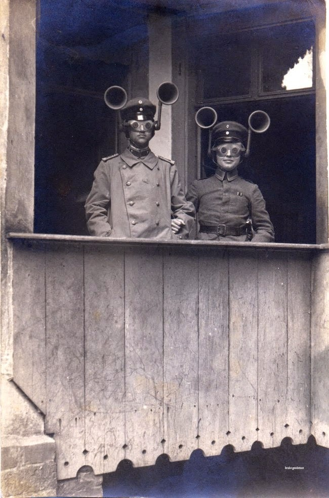 24 Rare Historical Photos That Will Leave You Speechless - Sound finders were used in World War I to figure out which way enemy planes were coming from.