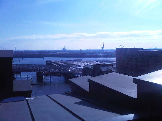 Blick vom Maritimen Museum aus - Blick in Hafen