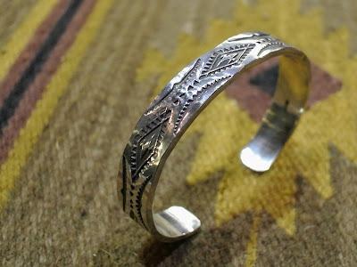 日本銀職人松井直毅所創的Dear Blossom 的stampwork silver bangle