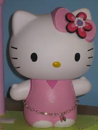 """Vejam o quanto """"fashion"""" é esta Kitty!!"""