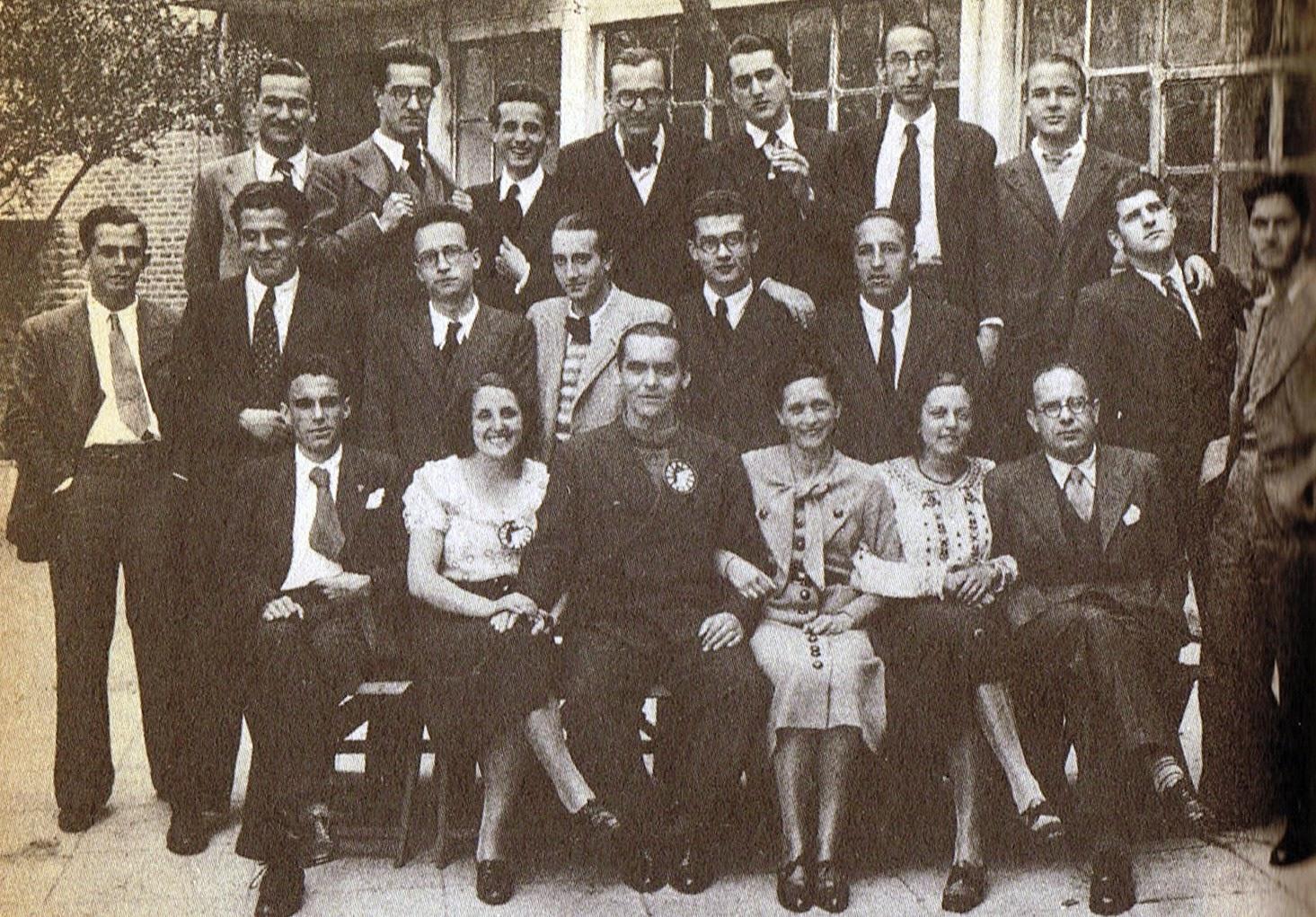 Lorca en 1934 en un homenaje que le hicieron los componentes de La Barraca
