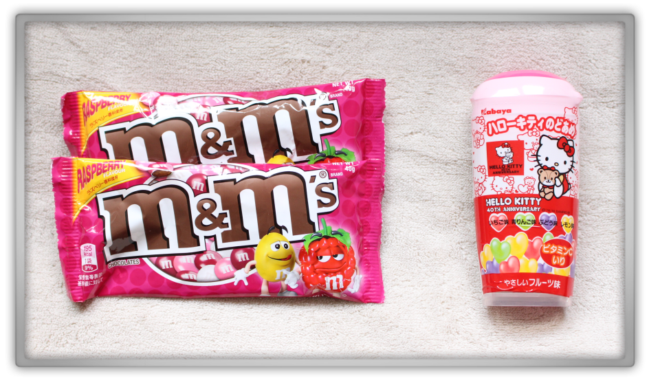 Candysan Japanese Candy Haul & Review m&m's Raspberry fruit Hello Kitty - Mini-candy heart shaped