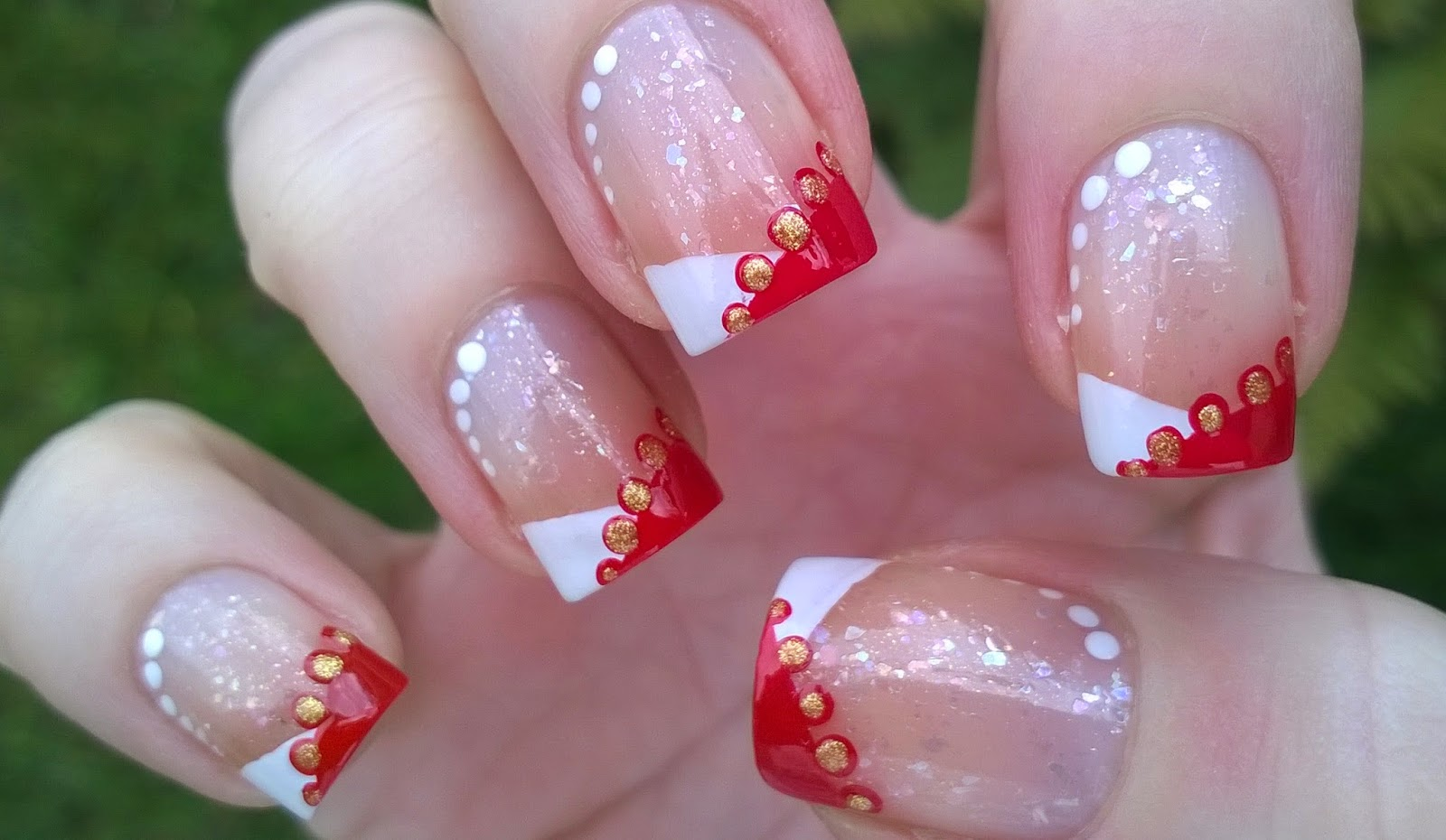 Life World Women: Elegant Christmas nail design