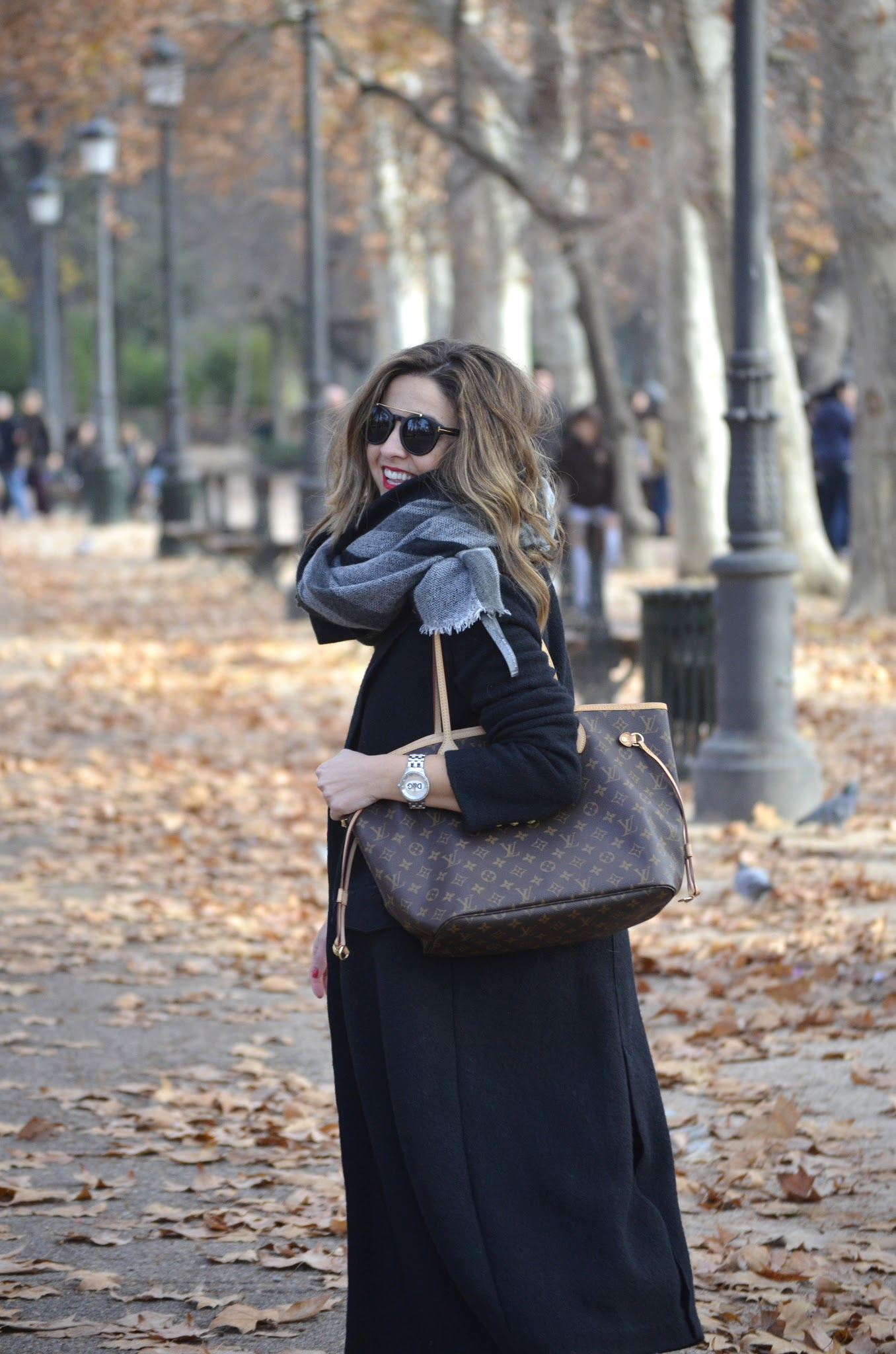 tarasessence maxi coat and louis vuitton bag