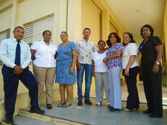 Aspirante Alcalde envía mensaje de felicitaciones a los profesores en su día