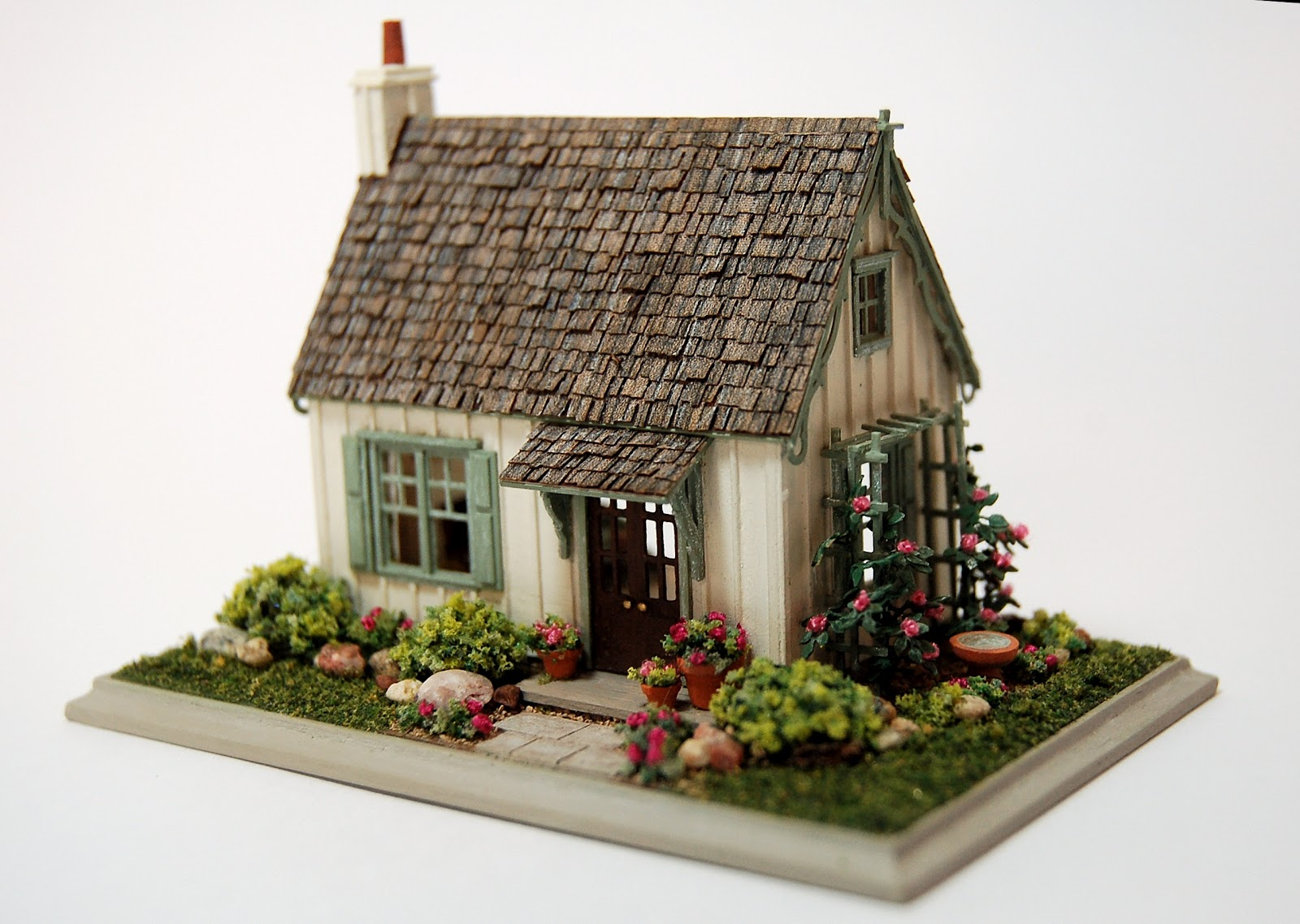 Miniature miniatures nell corkin opening in guild for Mini bungalow