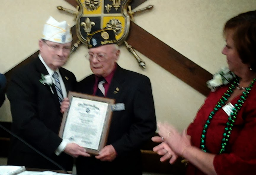 Ken Governor honors Donald Griffin