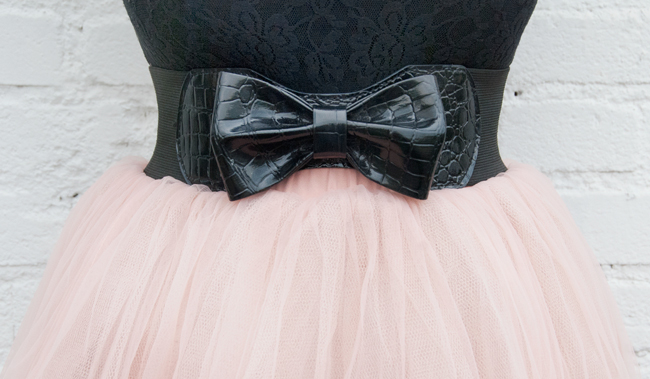 bow belt, pink tutu, carrie bradshaw look