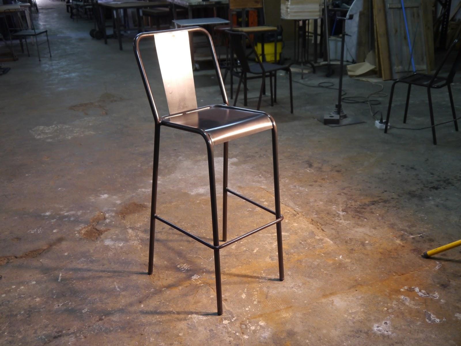 Mesas y sillas en metal de estilo industrial en hierro y madera envejecida mesas vintage - Sillas estilo vintage ...