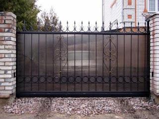 Кованный забор из поликарбоната. Фото 3