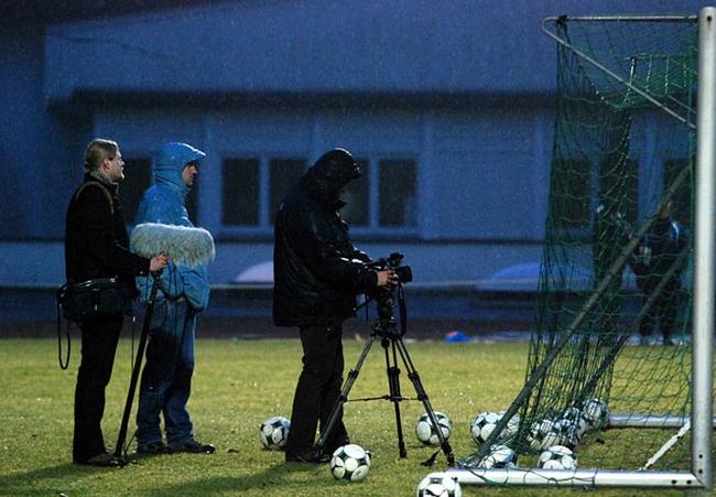 Ekipa telewizyjna na zgrupowaniu Legii Warszawa w Hennef w 2009 r. - fot. Tomasz Janus / sportnaukowo.pl