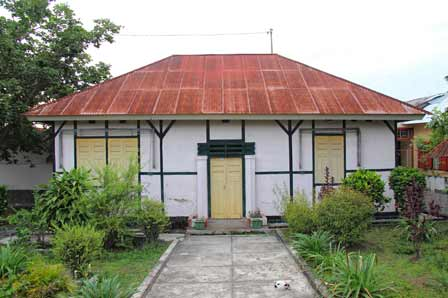 rumah pengasingan Presiden Soekarno di berastagi tanah karo
