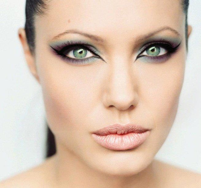 Angelina Jolie Cat Eye Makeup