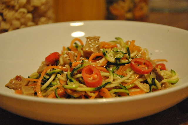 Vegane Zucchini Spaghetti mit Seitan