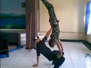 Aksi Dance Brimob dan TNI