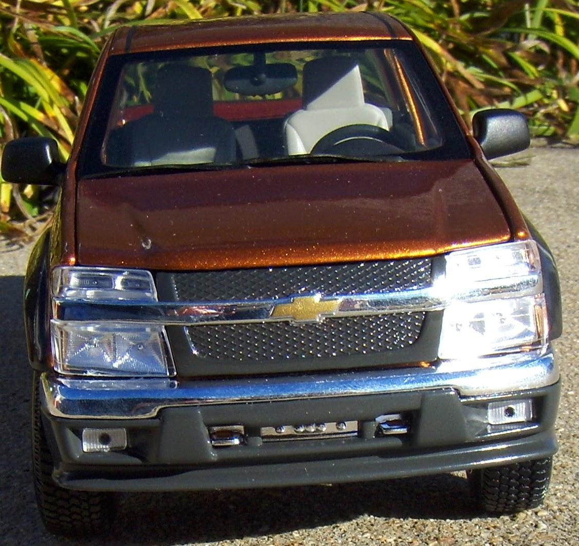 Buick Colorado Springs: Two Lane Desktop: Maisto 1:18 2004 Chevrolet Colorado And