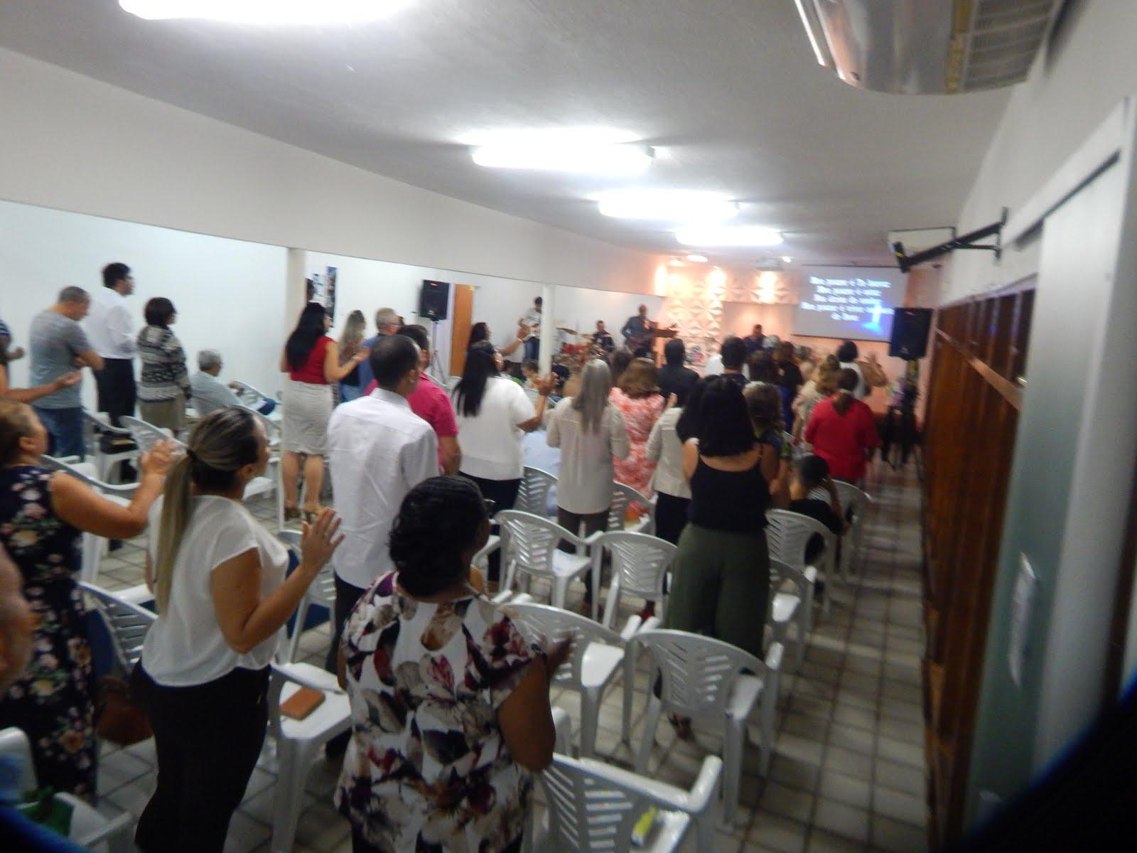 A Tua Igreja te adora!