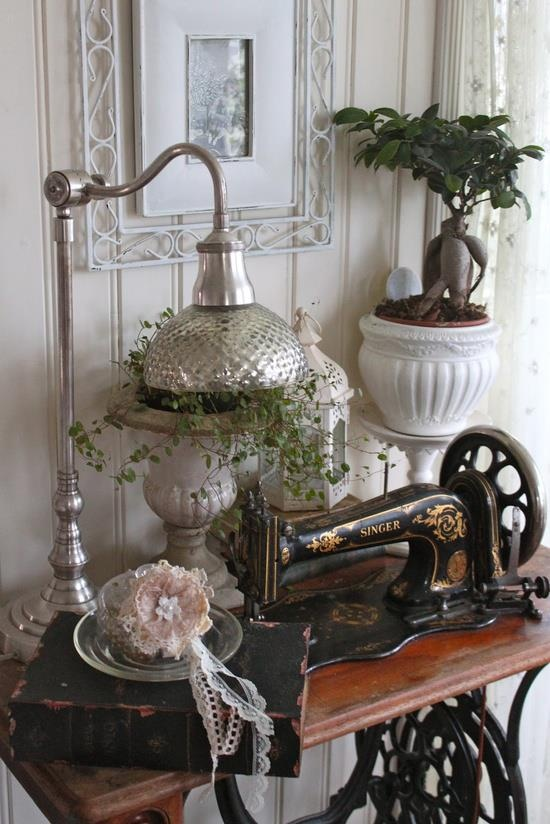 Antique Sewing Machines Grannys DWELLINGS The Heart Of Your Home
