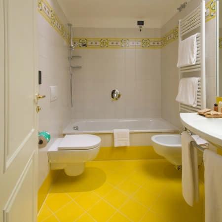 Baños color amarillo - Colores en Casa