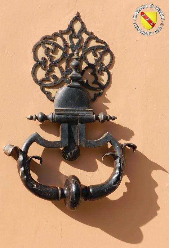 LUNEVILLE (54) - Heurtoirs de porte du XVIIIIe siècle