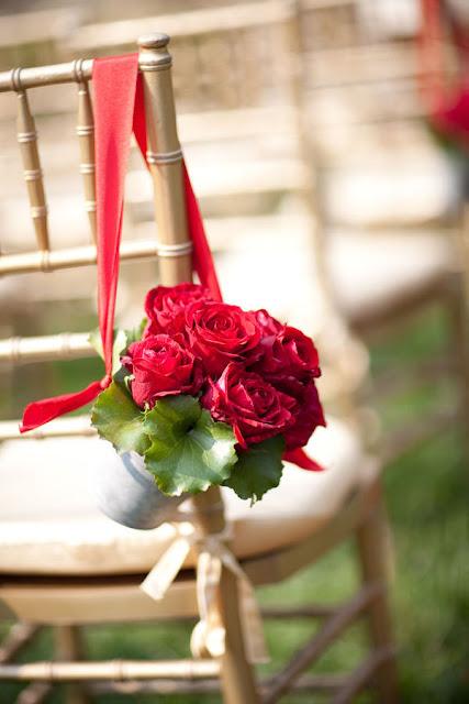 Rose Aisle Chair Decor Photo by Melanie Mauer via Style Me Pretty