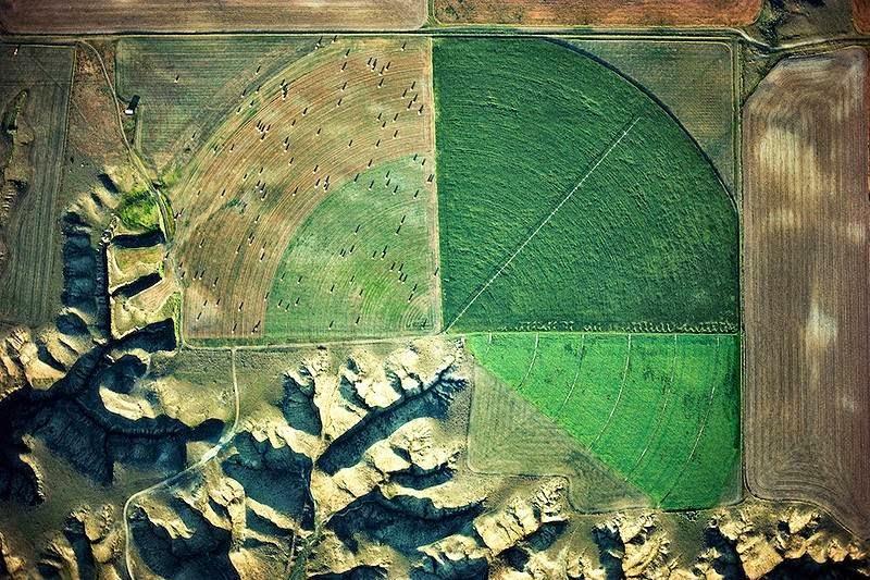 Drainage and irrigation Marias River, Loma, Montana, USA.