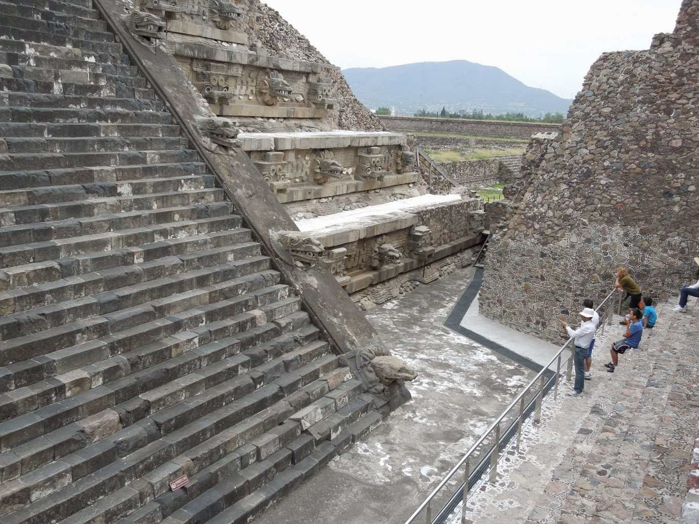 a history of teotihuacan place of the gods Teotihuacan the pre-hispanic city of teotihuacan (as expressed in nahuatl pronunciation teotihuacán in spanish) is an extensive and significant archaeological site in the basin of mexico.