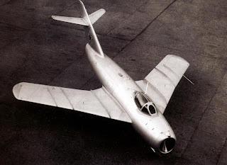 Первый прототип самолета И-330