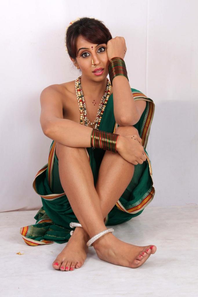 Hot Malayalam tamil mallu aunty without saree photos gallery