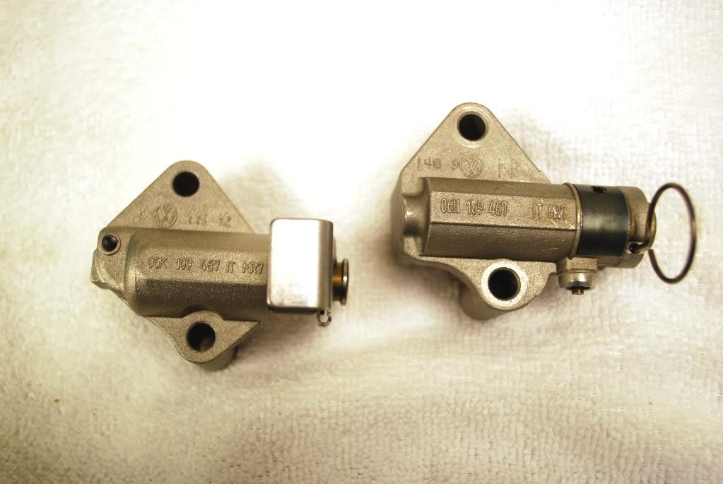 Tensores hidráulicos de la cadena de distribución, antiguo (izquierda) y modificado (derecha)