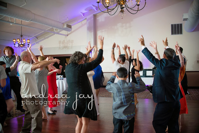 reception dancing photography