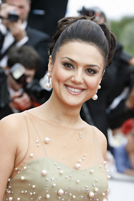 Beautiful Preity Zinta HD Pictures - Bollywood's Dimple Girl 