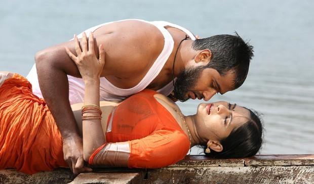 Madhumita Spicy Scene Photo Gallery Madhumitha Wet Scene In Lajja Movie Lajja Movie Wet Stills Telugu Movie Lajja Actress Madhumitha Latest Photos