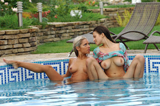 Sexy Naked Lesbians 16