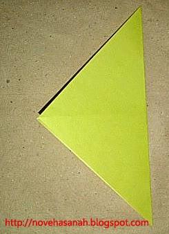 cara melipat kertas origami menjadi bentuk ayam yang sangat mudah sehingga cocok untuk anak TK atau anak SD langkah 3