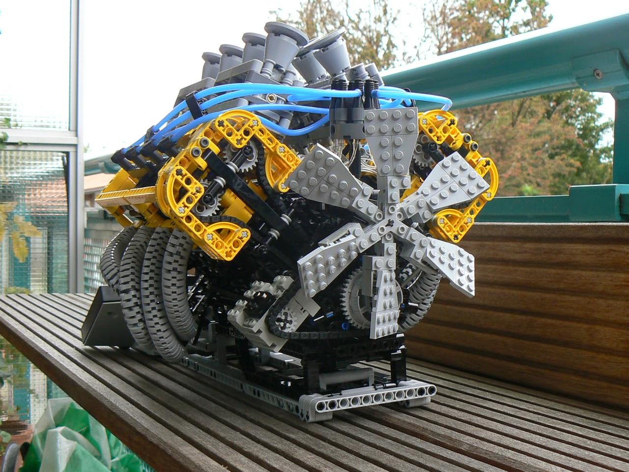 Motor V8 feito com Lego