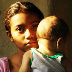 Más de mil niñas embarazadas atiende IMSS